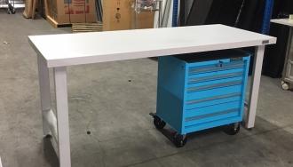 שולחן עבודה כבד עם מגירות עבור רפאל